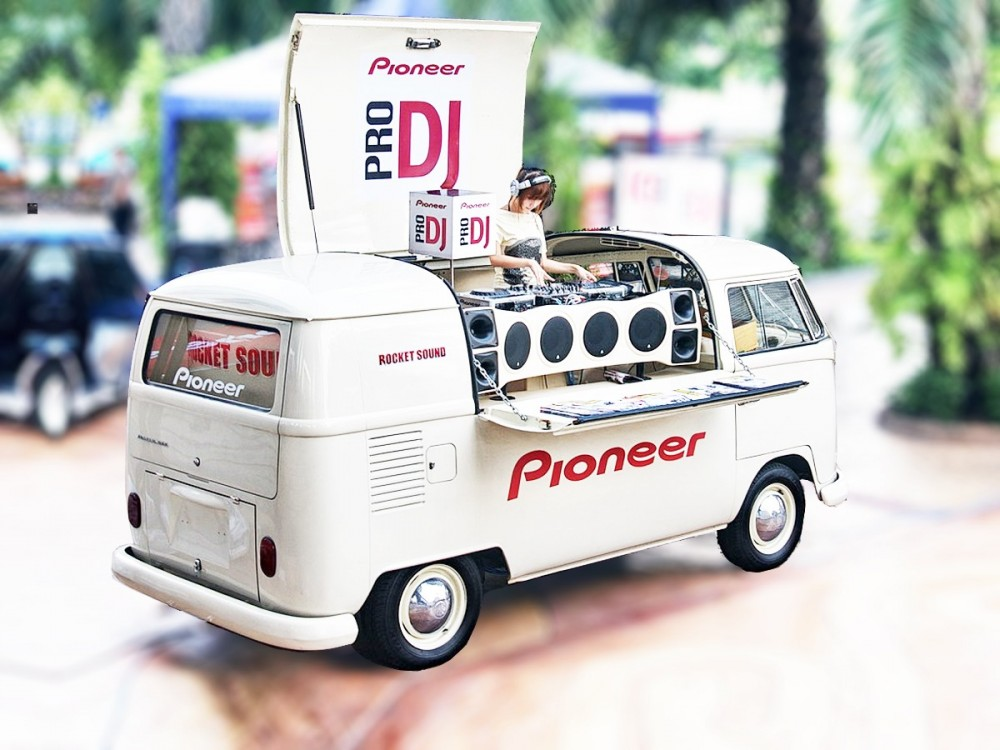 food-truck vintage dj